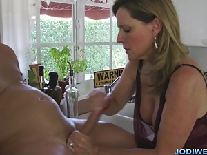 Seducing Stepmom