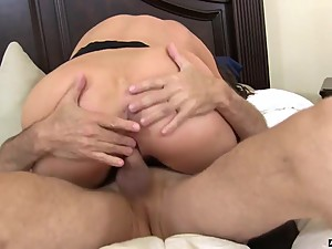 Hot Horny Stepmom Kaylynn