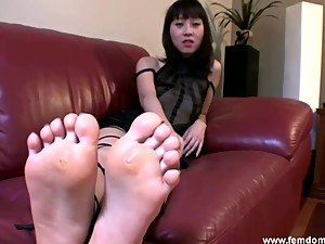 Amy is your stepmon, and orders you to worship her feet.